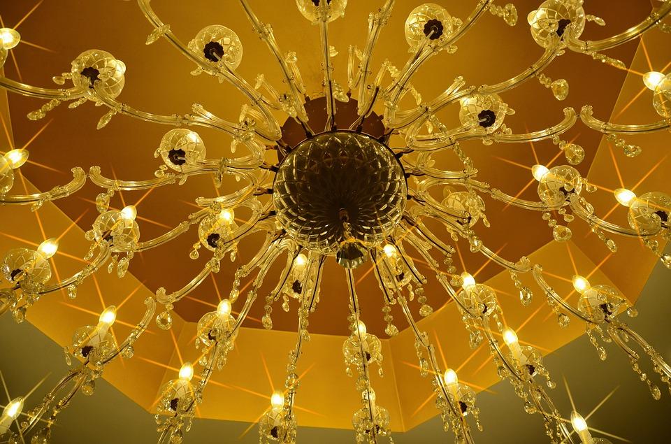 lampadari grandi dimensioni : Lampadari, perche sceglierne di grandi dimensioni - LAMPADE DA TERRA